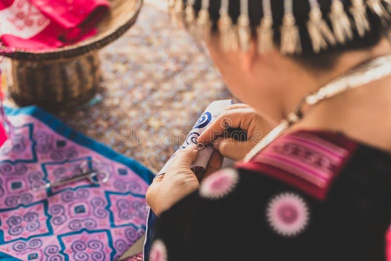 Asiatisk kläder för kullestamsömnad royaltyfri fotografi