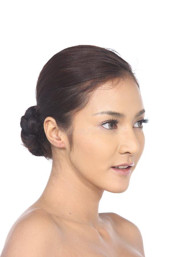 Asiatisk kvinna efter smink inget retuschera, den nya framsidan med akne royaltyfria bilder