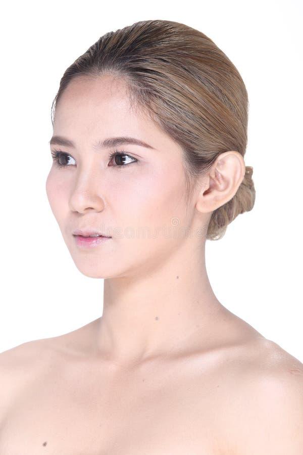 Asiatisk kvinna efter sminkhårstil inget retuschera, intelligens för den nya framsidan royaltyfri foto