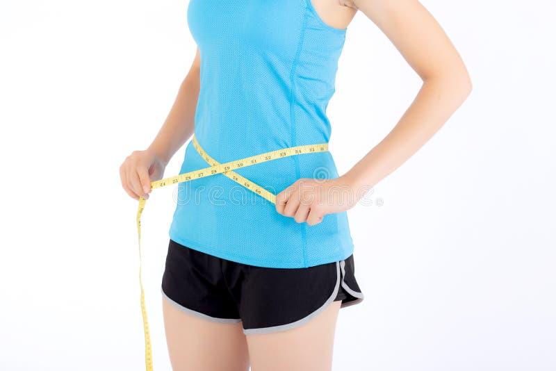 Asiatisk kvinna i sportkläder och kropp som är slank med att mäta midjan royaltyfria foton