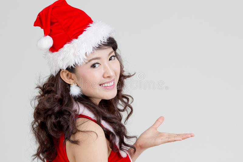 Asiatisk kvinna med den santa klänningen royaltyfri bild