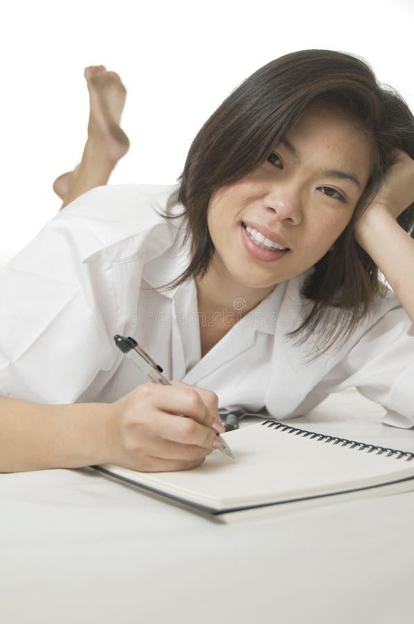 asiatisk kvinnawriting royaltyfri bild