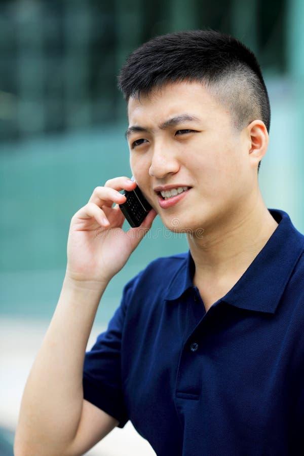 Download Asiatisk Man Med Mobiltelefonen Arkivfoto - Bild av cell, gladlynt: 27279736