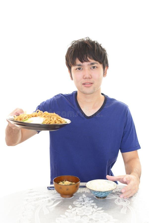 Asiatisk man som har frukosten royaltyfria bilder