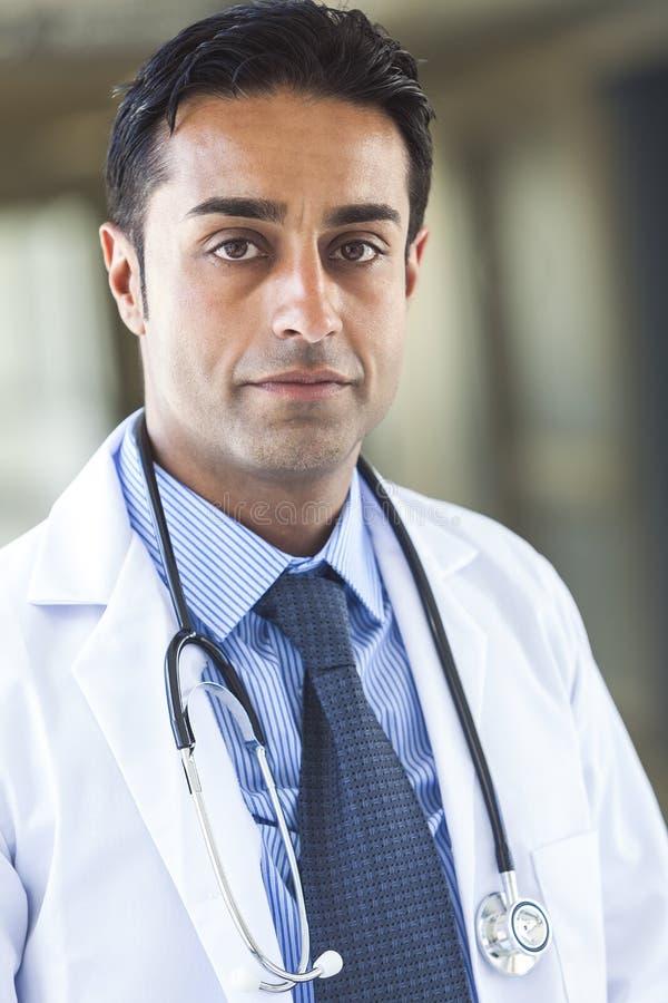 Asiatisk manlig doktor Man arkivbilder