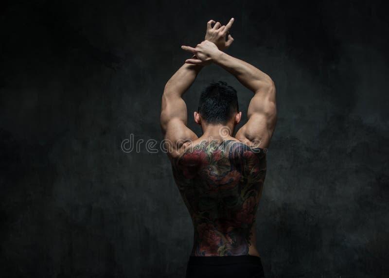 Asiatisk modell med tatueringen arkivfoto