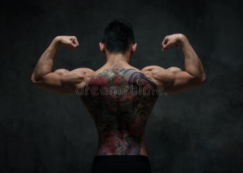 Asiatisk modell med tatueringen arkivbild