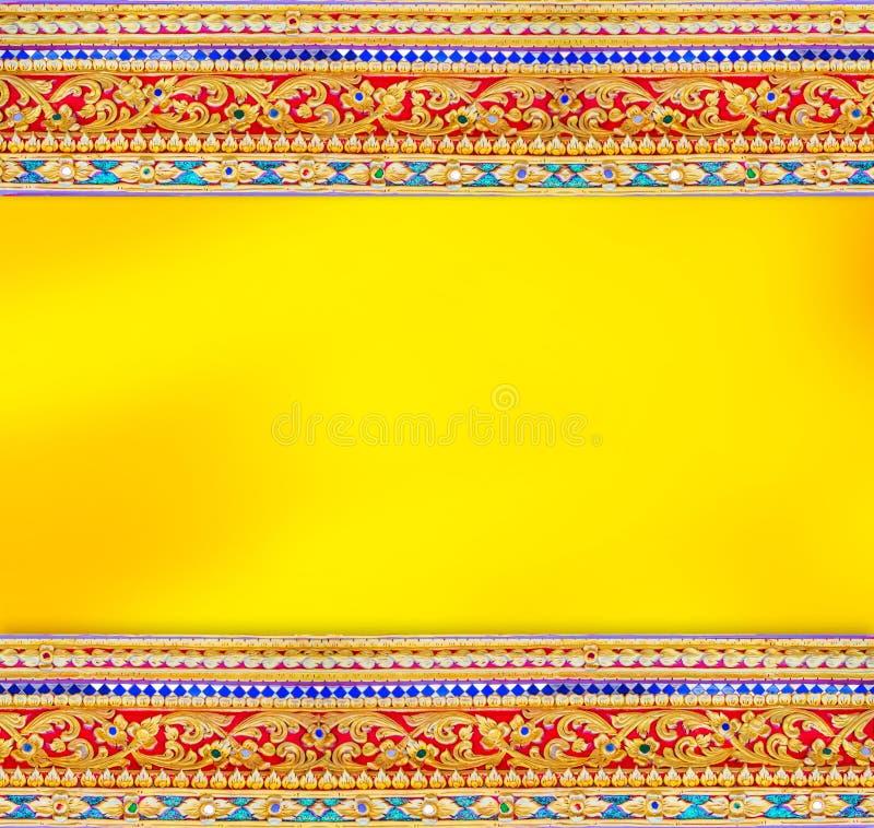 Asiatisk modellväggbakgrund med guld- utrymme arkivbild