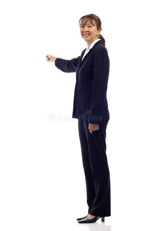 asiatisk mogen pekande kvinna arkivfoto