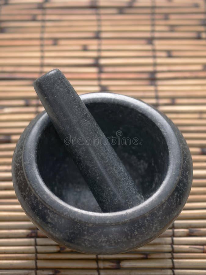Asiatisk mortel och pestle arkivfoton