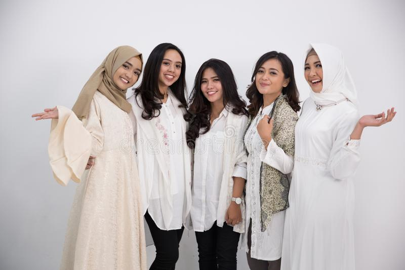 asiatisk muslimkvinna Eid Mubarak begrepp arkivbilder