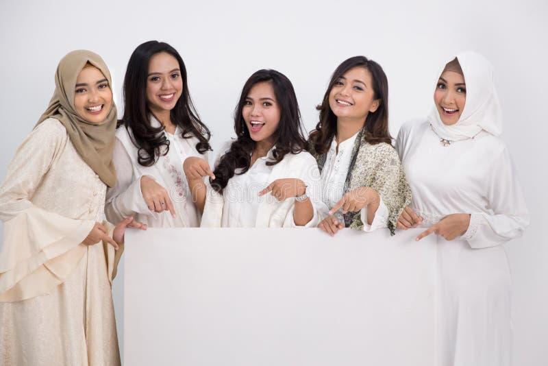 asiatisk muslimkvinna Eid Mubarak begrepp arkivfoto