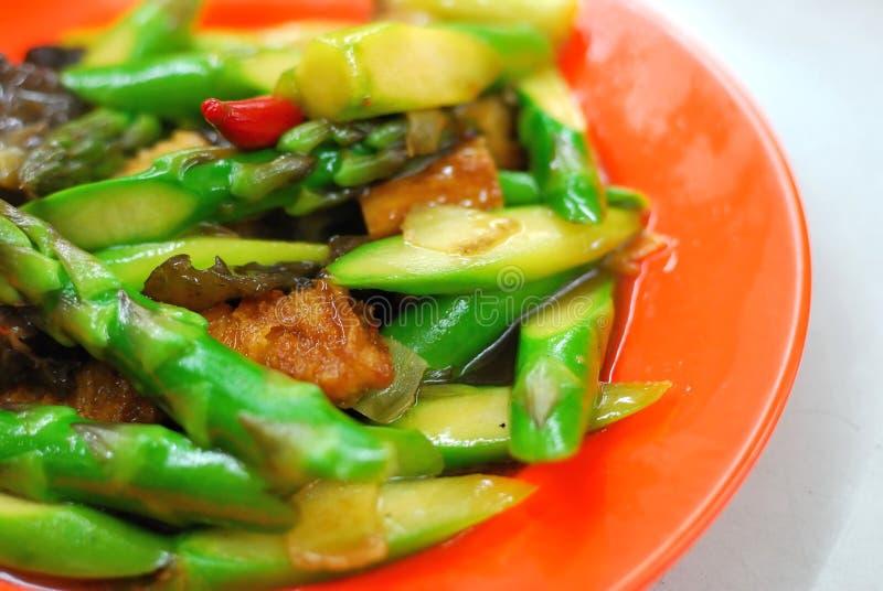 asiatisk sparris stekt stir royaltyfri bild