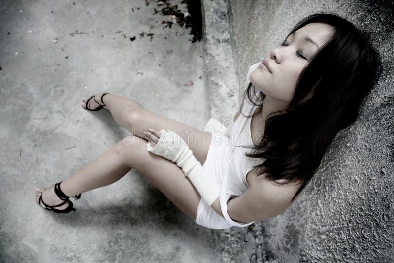 asiatisk stängd ögonflicka arkivfoto