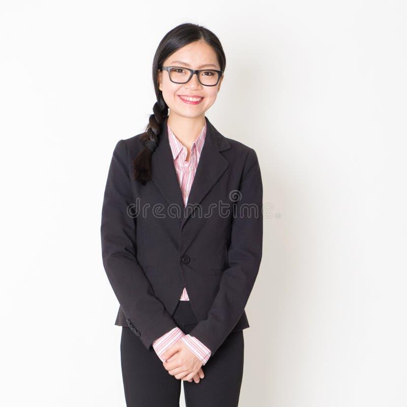 Asiatisk stående för affärsfolk royaltyfri bild