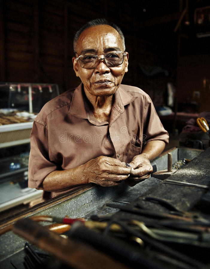 Asiatisk ståendekambodjan Smiley Face Concept arkivfoton