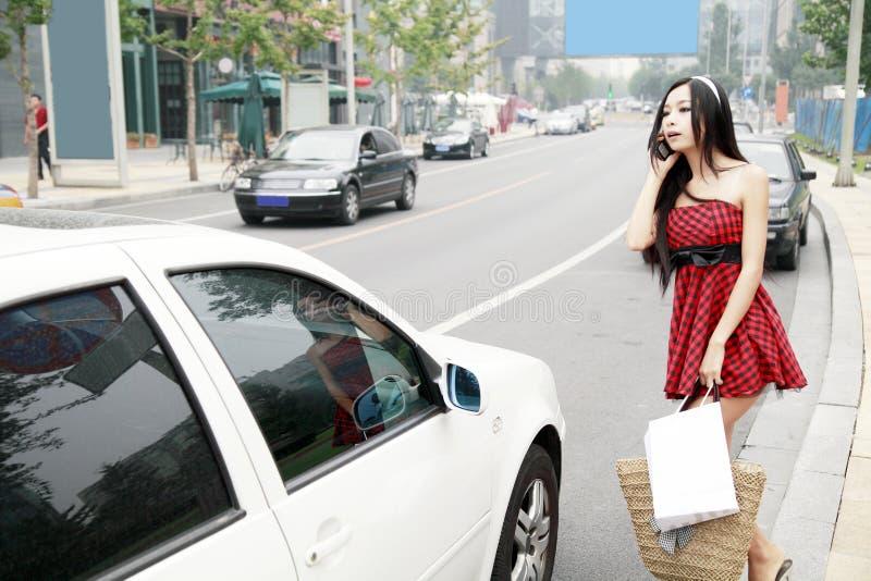 asiatisk stadsflicka fotografering för bildbyråer