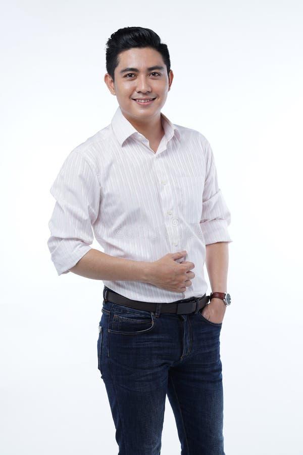 Asiatisk stilig ung student Man Isolated på vit bakgrund arkivfoto