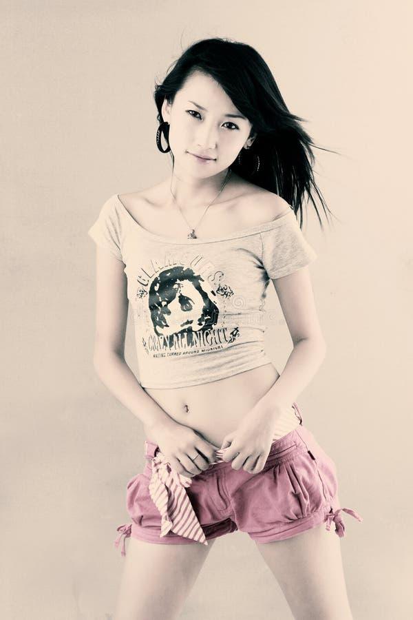 asiatisk trendig flicka arkivbild