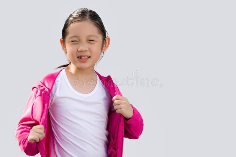 Asiatisk unge i tröjan som isoleras på vit royaltyfri fotografi