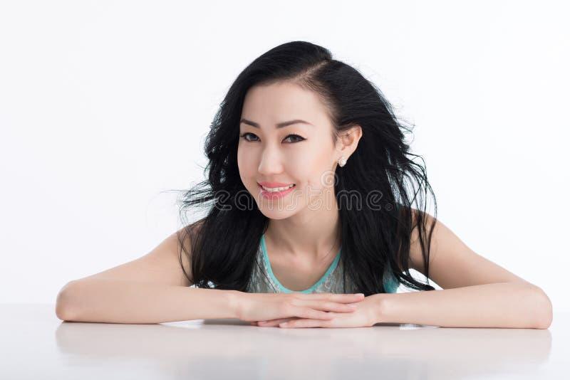 asiatisk ursnygg kvinna royaltyfria bilder
