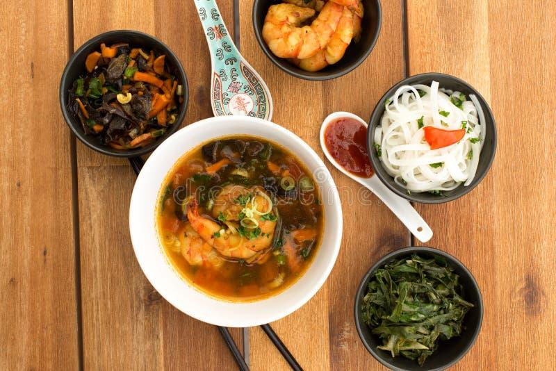 Asiatisk vegetarisk sammansättning av mat royaltyfri bild