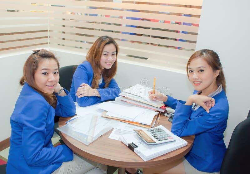 Asiatiska affärskvinnor royaltyfria foton