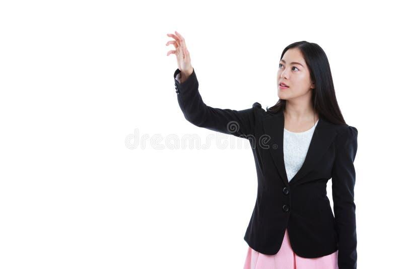 Asiatiska affärskvinnor som trycker på pekskärmknappen med kopieringsutrymme arkivfoton