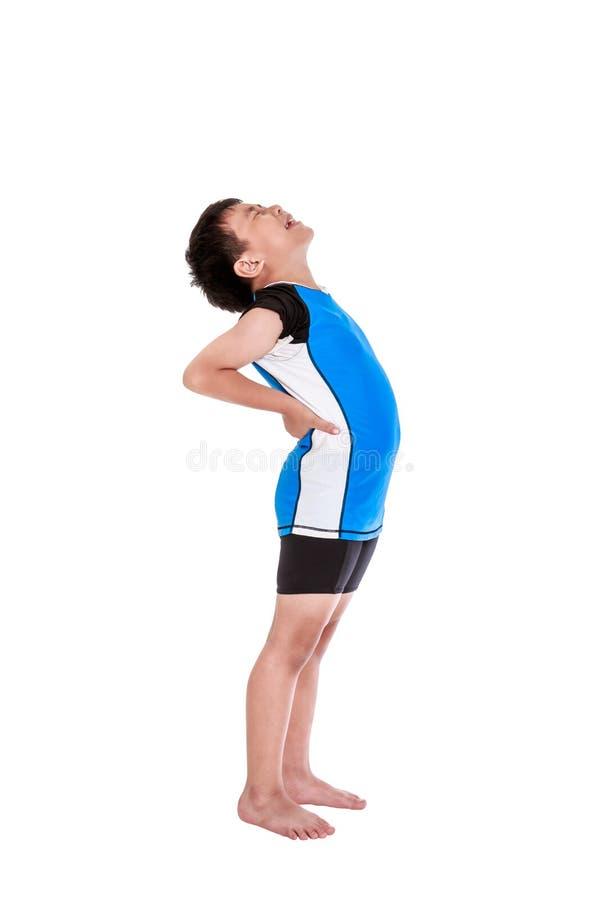 Asiatiska barnidrottsman nen som lider från lågt tillbaka, smärtar Isolerat på vit fotografering för bildbyråer