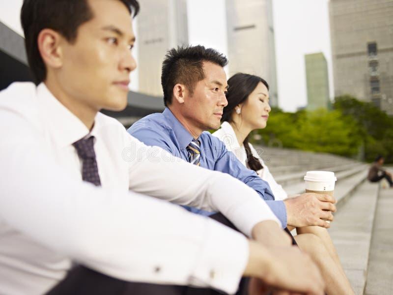 Asiatiska businesspeople arkivfoto