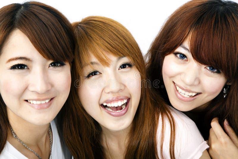 asiatiska flickor grupperar lyckligt royaltyfri fotografi