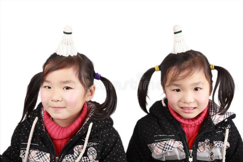 asiatiska flickor kopplar samman arkivbild