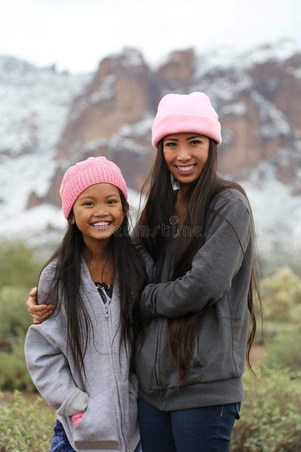 Asiatiska flickor utomhus arkivbilder