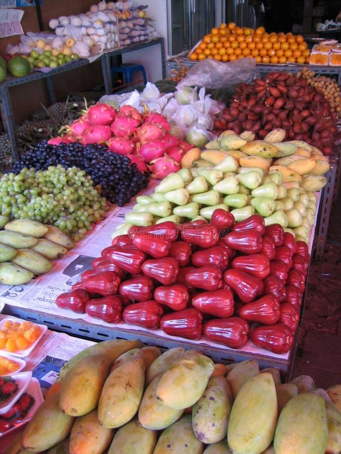 Download Asiatiska frukter fotografering för bildbyråer. Bild av buying - 26957