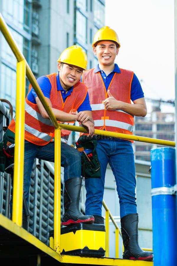 Asiatiska indonesiska byggnadsarbetare
