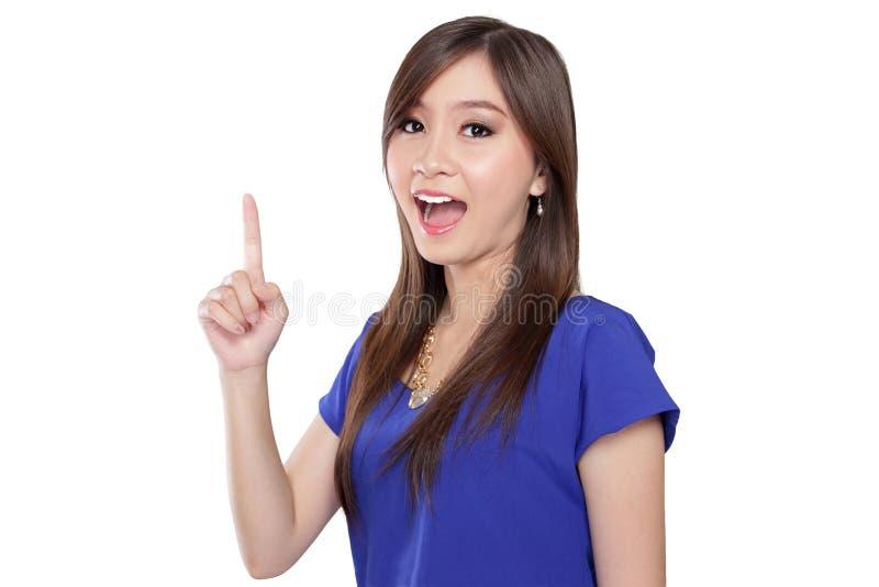 Asiatiska kvinnor som pekar upp fingret royaltyfria foton