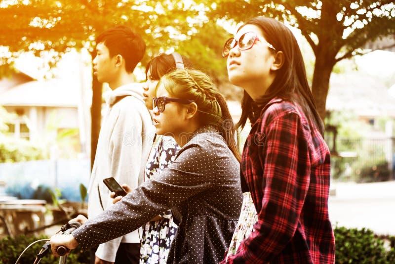 asiatiska tonåringar arkivfoton