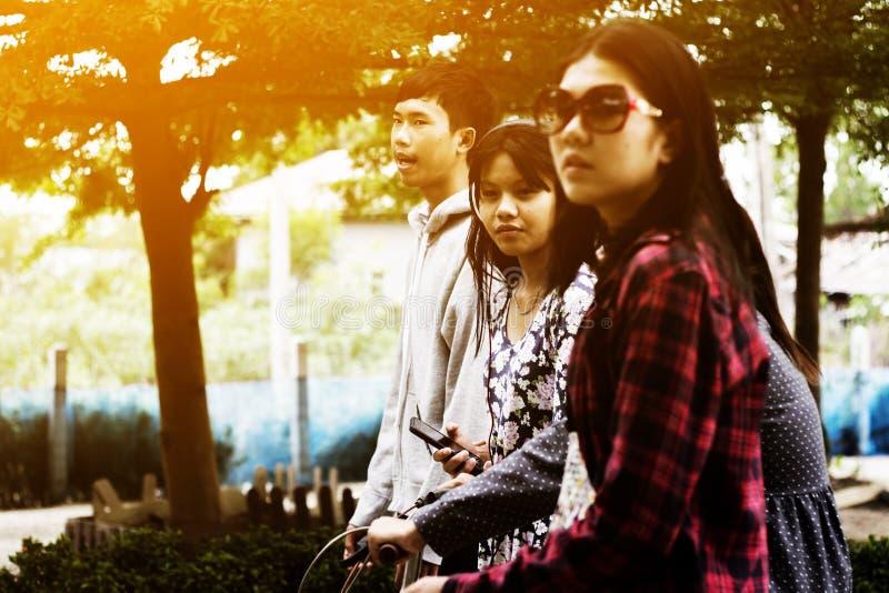 asiatiska tonåringar royaltyfri bild