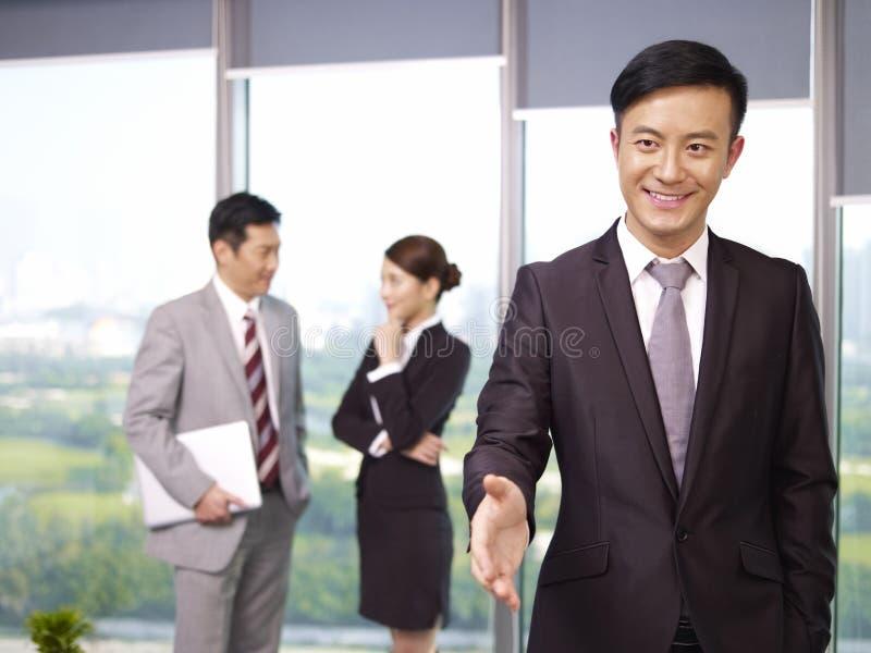 Asiatiskt affärsfolk arkivbild
