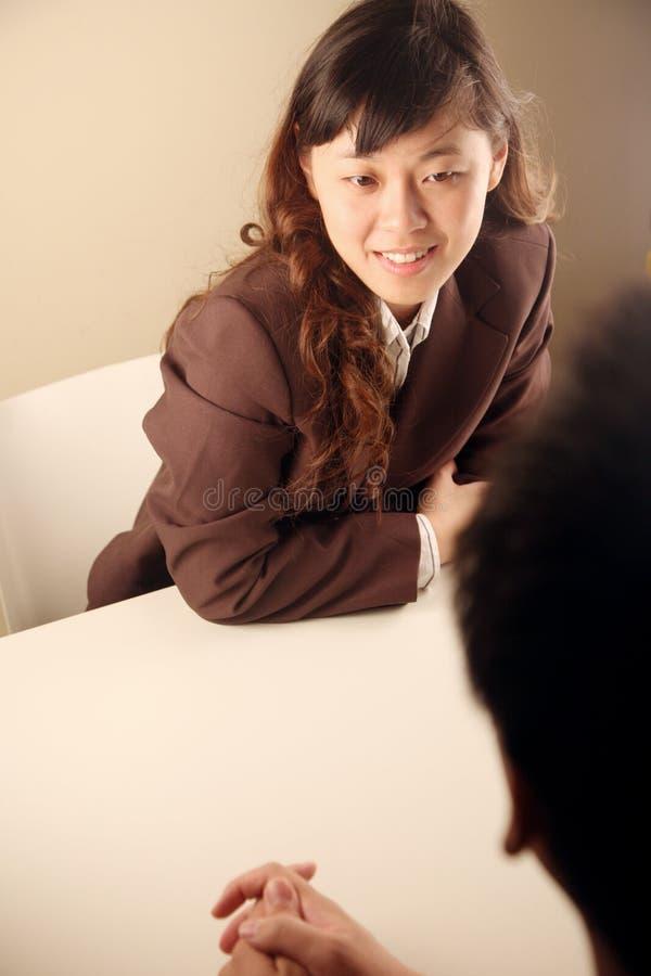 asiatiskt affärskvinnamöte royaltyfria bilder