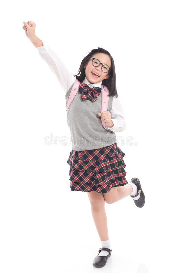 Asiatiskt barn i skolalikformig med den rosa skolapåsen royaltyfri foto