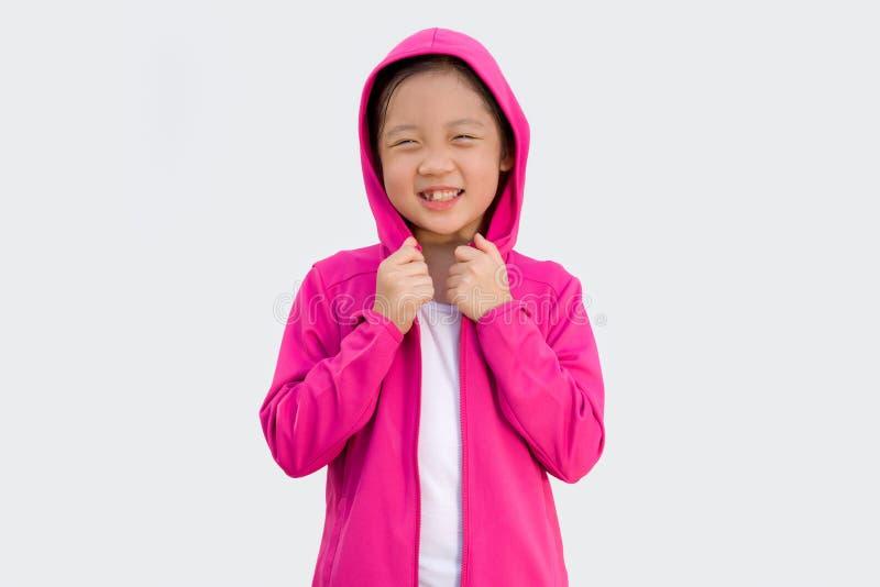 Asiatiskt barn i tröjan som isoleras på vit royaltyfri bild