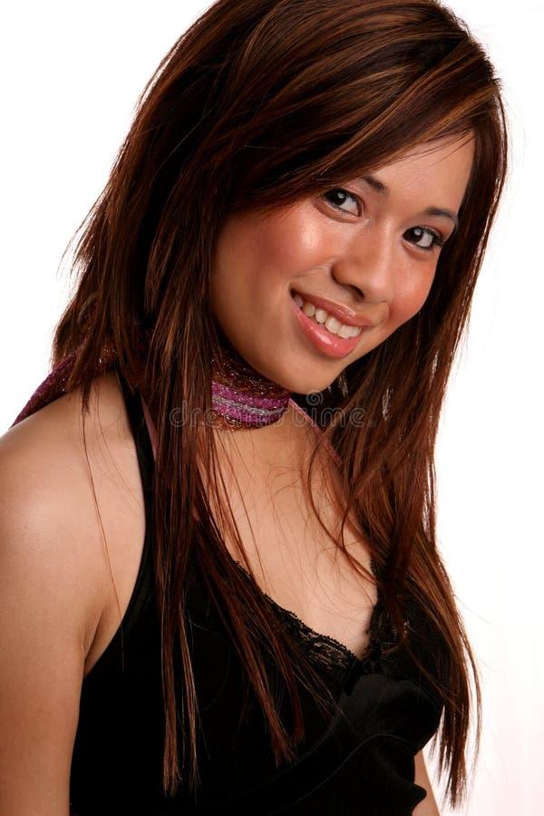 asiatiskt blygt vippat på flickahuvud royaltyfri foto