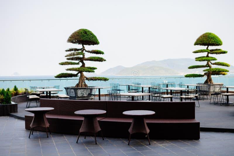Asiatiskt exotiskt kafé utomhus arkivbild