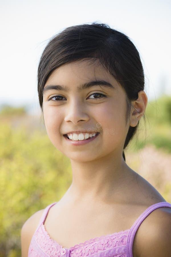 asiatiskt flickaståendebarn royaltyfri bild