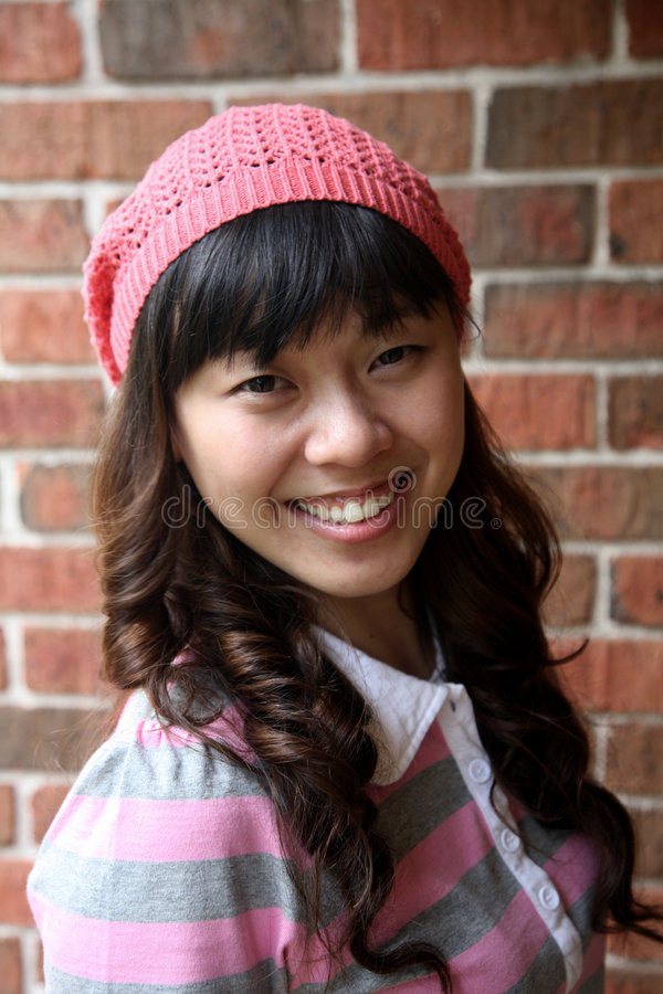 asiatiskt gulligt le för flicka fotografering för bildbyråer
