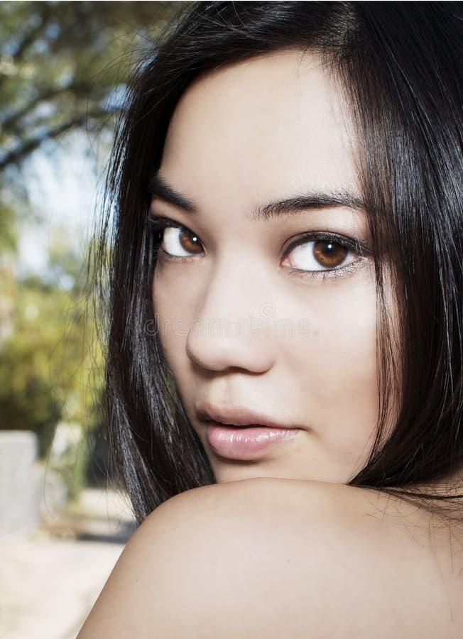 asiatiskt härligt kvinnabarn royaltyfria bilder