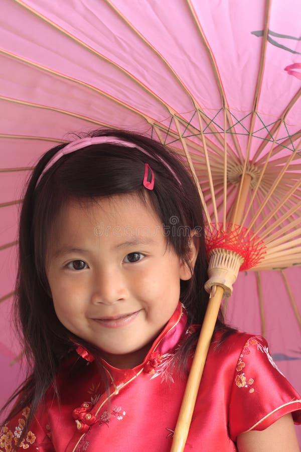 asiatiskt kinesiskt flickaparaply fotografering för bildbyråer