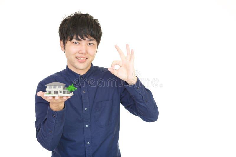 asiatiskt le för man royaltyfri bild