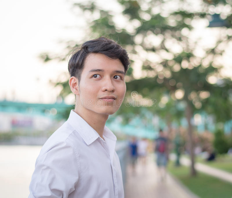 asiatiskt manståendebarn royaltyfri fotografi